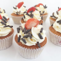 strawberry cream choco cupcakes